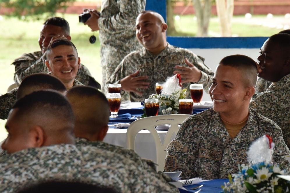Infantes de Marina en Barrancabermeja reciben la Navidad