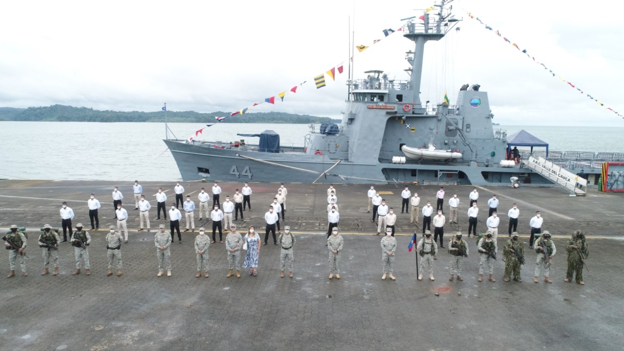 Héroes se licencian en Bahía Málaga